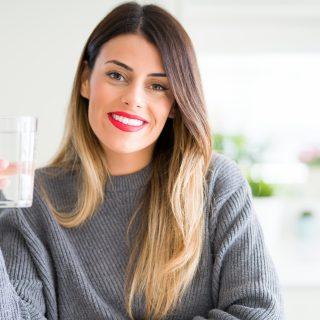 Cuántos vasos de agua debo beber al día