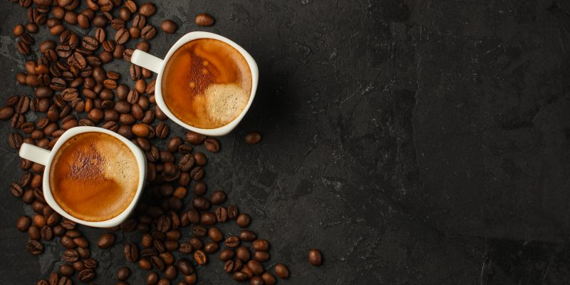 café usando agua embotellada